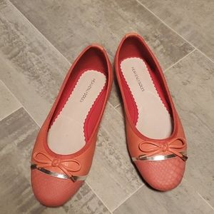 NWOT Heavenly Soles Coral Silver Bow Ballet Flats
